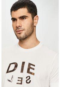 Diesel - T-shirt. Okazja: na co dzień. Kolor: biały. Materiał: dzianina. Wzór: aplikacja. Styl: casual