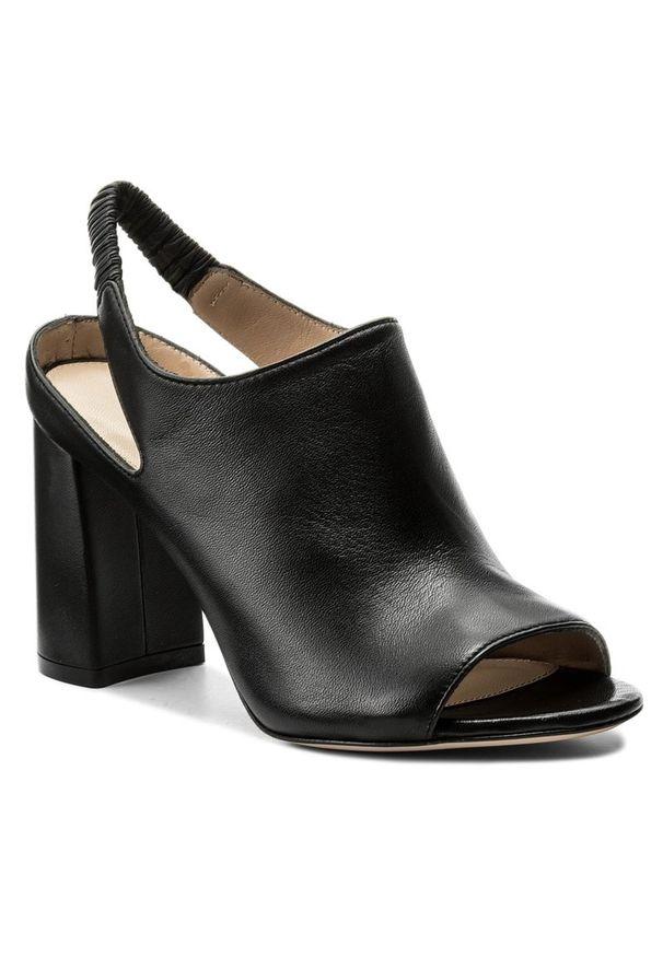 Czarne sandały Stuart Weitzman