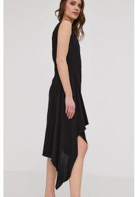 Answear Lab - Sukienka. Kolor: czarny. Długość rękawa: na ramiączkach. Typ sukienki: asymetryczne, rozkloszowane. Styl: wakacyjny