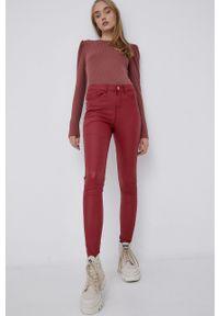 Noisy may - Noisy May - Spodnie. Kolor: czerwony. Materiał: tkanina, materiał
