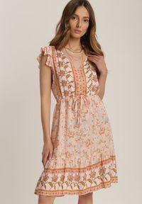 Renee - Łososiowa Sukienka Sthethy. Kolor: różowy