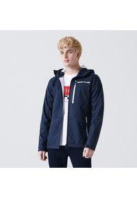 Cropp - Rozpinana bluza softshell z kapturem - Granatowy. Typ kołnierza: kaptur. Kolor: niebieski. Materiał: softshell