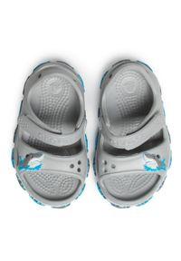 Szare sandały Crocs z aplikacjami