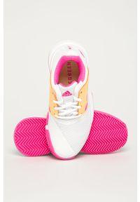 Białe buty sportowe adidas Performance z okrągłym noskiem, z nadrukiem, na sznurówki