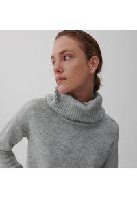 Reserved - Sweter z golfem - Jasny szary. Typ kołnierza: golf. Kolor: szary
