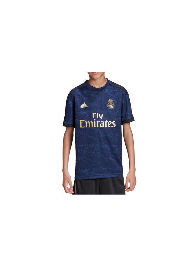 Niebieska koszulka sportowa Adidas w kolorowe wzory