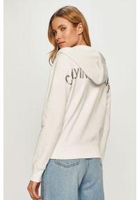 Biała bluza rozpinana Calvin Klein Jeans z kapturem, casualowa, na co dzień, z nadrukiem