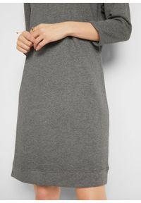 Sukienka dresowa z dekoltem w łódkę bonprix szary melanż. Kolor: szary. Materiał: dresówka. Wzór: melanż
