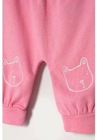 Różowe spodnie dresowe GAP na co dzień, casualowe, z nadrukiem