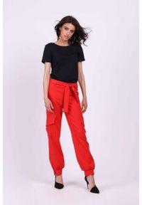 Czerwone spodnie z wysokim stanem Nommo