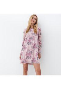 Mohito - Sukienka w kwiaty - Różowy. Kolor: różowy. Wzór: kwiaty