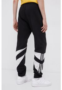 adidas Originals - Spodnie. Kolor: czarny. Materiał: materiał. Wzór: aplikacja