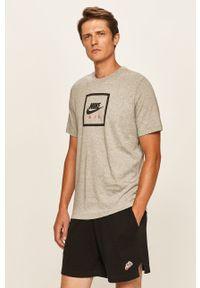 Szary t-shirt Nike Sportswear na co dzień, z okrągłym kołnierzem, casualowy, z nadrukiem