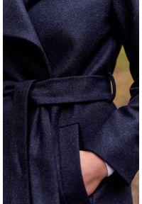 Marie Zélie - Płaszcz wełniany Adela granatowy. Kolor: niebieski. Materiał: wełna. Długość rękawa: długi rękaw. Długość: krótkie. Wzór: motyw zwierzęcy. Sezon: zima #5