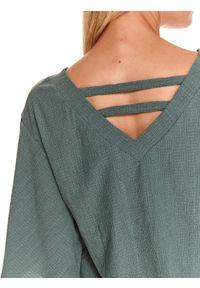 TOP SECRET - Bluzka z obszernym rękawem. Typ kołnierza: dekolt w serek. Kolor: zielony. Materiał: dzianina. Sezon: jesień