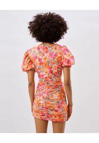 For Love & Lemons - FOR LOVE & LEMONS - Sukienka mini z bufiastymi rękawami Jody. Typ kołnierza: dekolt kwadratowy. Kolor: różowy, wielokolorowy, fioletowy. Materiał: materiał. Wzór: kwiaty. Sezon: lato, wiosna. Typ sukienki: dopasowane. Długość: mini