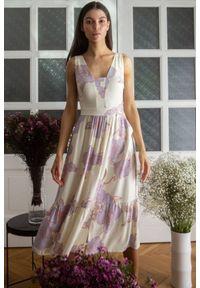 Makover - Rozkloszowana sukienka na lato w kwiaty kremowa. Kolor: kremowy. Materiał: tkanina, guma. Długość rękawa: bez rękawów. Wzór: kwiaty. Sezon: lato. Długość: midi