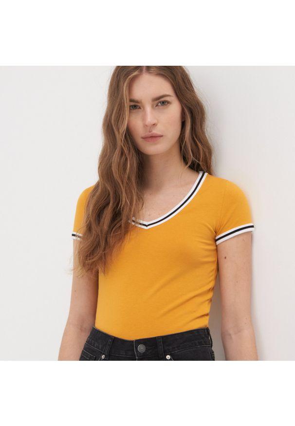 Żółty t-shirt Sinsay z krótkim rękawem, krótki