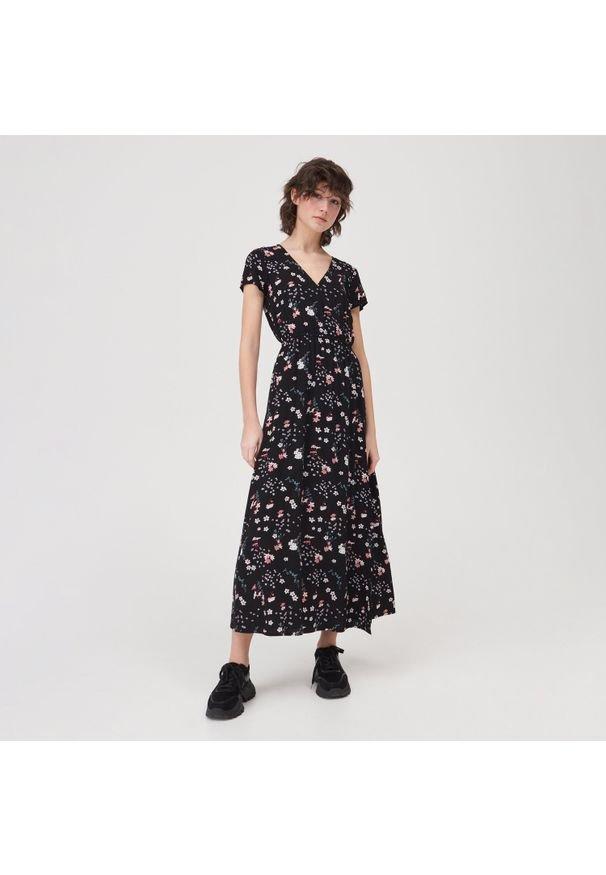Sinsay - Sukienka letnia maxi - Różowy. Kolor: różowy. Sezon: lato. Długość: maxi