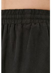 Vila - Szorty. Kolor: czarny. Materiał: materiał, tkanina, jedwab, lyocell. Wzór: gładki