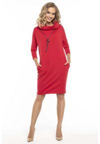 Tessita - Codzienna Czerwona Sukienka z Szerokim Golfem. Okazja: na co dzień. Typ kołnierza: golf. Kolor: czerwony. Materiał: bawełna, poliester, elastan. Typ sukienki: proste. Styl: casual