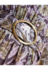 ROCOCO SAND - Sukienka maxi z paskiem w talii. Kolor: różowy, wielokolorowy, fioletowy. Długość rękawa: długi rękaw. Wzór: aplikacja, nadruk. Typ sukienki: koszulowe, rozkloszowane. Długość: maxi