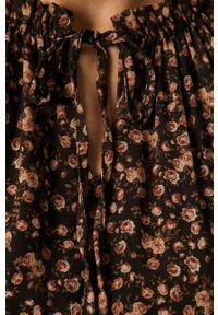 Czarna sukienka Haily's z długim rękawem, rozkloszowana