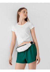 4f - T-shirt damski. Kolor: biały. Materiał: bawełna, materiał, elastan. Długość rękawa: krótki rękaw. Długość: krótkie. Sport: wspinaczka, fitness, turystyka piesza
