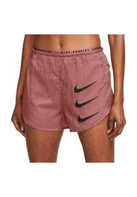 Spodenki damskie do biegania Nike Tempo Luxe Run Division DA1280. Materiał: tkanina, poliester, dzianina, materiał. Technologia: Dri-Fit (Nike). Długość: krótkie. Sport: bieganie