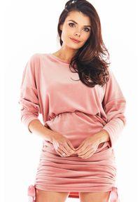 Awama - Welurowa Sukienka Nietoperz z Marszczonym Dołem - Różowa. Kolor: różowy. Materiał: welur