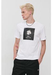 Champion - T-shirt bawełniany. Okazja: na co dzień. Kolor: biały. Materiał: bawełna. Wzór: nadruk. Styl: casual