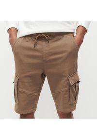 Reserved - Szorty jogger z kieszeniami cargo - Brązowy. Kolor: brązowy