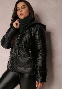 Renee - Czarna Kurtka Pronite. Typ kołnierza: kaptur. Kolor: czarny. Materiał: tkanina. Styl: klasyczny