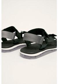 Czarne sandały melissa na rzepy
