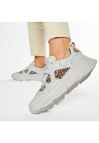 Sneakersy GOE - GG2N3107 White Combi. Kolor: biały. Materiał: materiał. Szerokość cholewki: normalna. Obcas: na płaskiej podeszwie