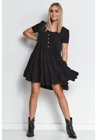 e-margeritka - Zwiewna sukienka z falbanami czarna - 40/42. Kolor: czarny. Materiał: wiskoza, materiał. Wzór: aplikacja. Długość: midi
