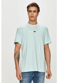 Niebieski t-shirt Tommy Jeans casualowy, z aplikacjami