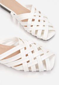 Born2be - Białe Klapki Orethaphaura. Kolor: biały