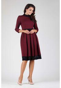 Nommo - Bordowa Wizytowa Rozkloszowana Sukienka z Koronką. Kolor: czerwony. Materiał: koronka. Wzór: koronka. Styl: wizytowy