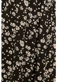 Czarna sukienka Jacqueline de Yong z długim rękawem, ze stójką, mini