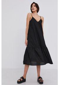 Answear Lab - Sukienka. Kolor: czarny. Materiał: tkanina. Długość rękawa: na ramiączkach. Wzór: gładki. Typ sukienki: rozkloszowane. Styl: wakacyjny