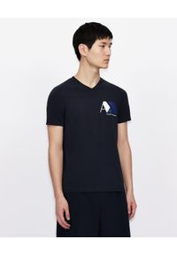 Armani Exchange - ARMANI EXCHANGE - Granatowy T-shirt z nadrukiem. Okazja: na co dzień. Kolor: biały. Materiał: jeans, bawełna. Wzór: nadruk. Styl: casual, klasyczny
