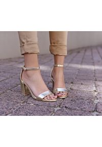 Złote sandały Zapato wąskie, w kolorowe wzory