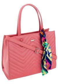DAVID JONES - Torebka damska pikowana David Jones różowa CM5630. Kolor: różowy. Wzór: jodełka. Materiał: skórzane. Styl: elegancki