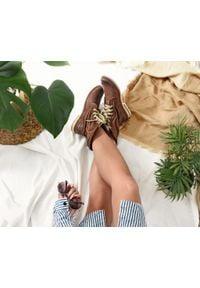 Zapato - sznurowane botki na płaskiej podeszwie - skóra naturalna - model 424 - kolor brązowy przecierka. Okazja: na spacer. Wysokość cholewki: za kostkę. Kolor: brązowy. Materiał: skóra. Obcas: na płaskiej podeszwie. Styl: sportowy