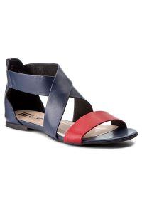 Niebieskie sandały Nessi na co dzień, w kolorowe wzory