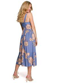 Makover - Rozkloszowana sukienka na lato w kwiaty niebieska. Kolor: niebieski. Materiał: tkanina, guma. Długość rękawa: bez rękawów. Wzór: kwiaty. Sezon: lato. Długość: midi