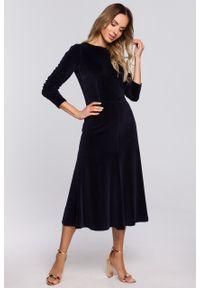 e-margeritka - Sukienka welurowa midi rozkloszowana elegancka granatowa - m. Okazja: na sylwestra, na imprezę. Kolor: niebieski. Materiał: welur. Typ sukienki: proste. Styl: elegancki. Długość: midi