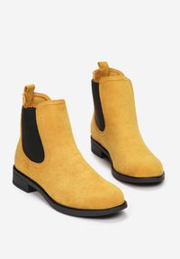 Renee - Żółte Botki Thelraya. Wysokość cholewki: za kostkę. Nosek buta: okrągły. Kolor: żółty. Materiał: zamsz. Szerokość cholewki: normalna. Wzór: aplikacja. Obcas: na obcasie. Wysokość obcasa: średni