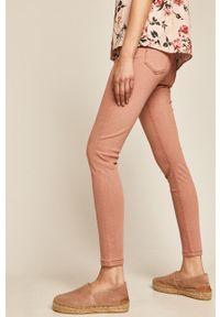 Różowe jeansy medicine